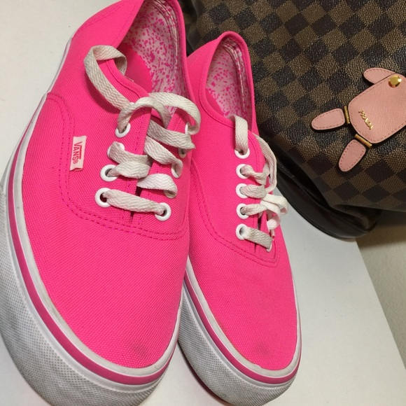 e27dd23615 Hot pink Vans. M 5c4fd6c7c9bf50bfd9b69704